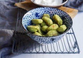 Brokolicové tots s jogurtovým dipem