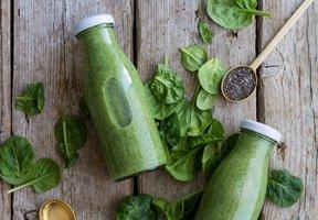 Zelené smoothie z avokáda, banánu a ananasu