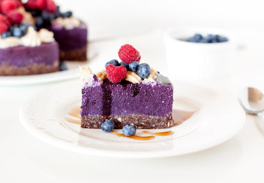 Raw borůvkový cheesecake