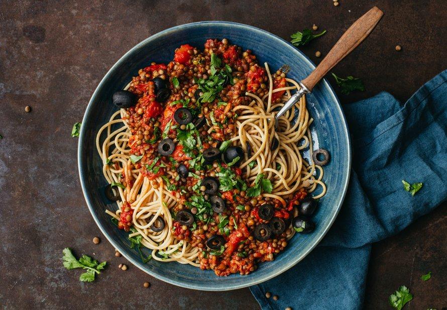 Celozrnné špagety s pálivou čočkovou omáčkou