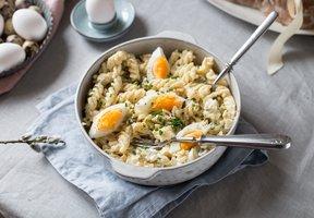 Těstovinový salát s vajíčky