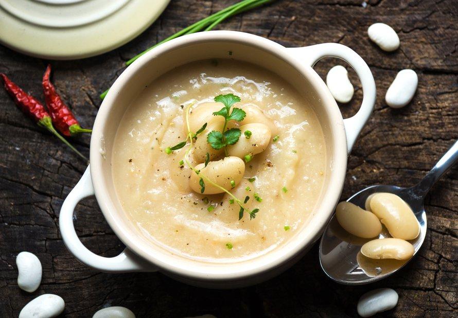 Fazolová polévka z bílých fazolí