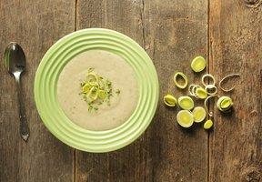 Pórková polévka s bramborem a petrželí