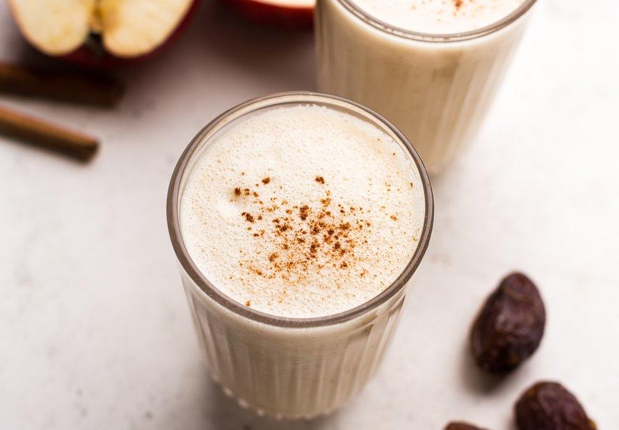 Jablečný milkshake se skořicí
