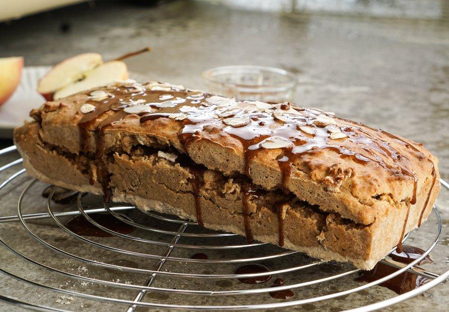 Sladký chléb s jablkem a skořicí