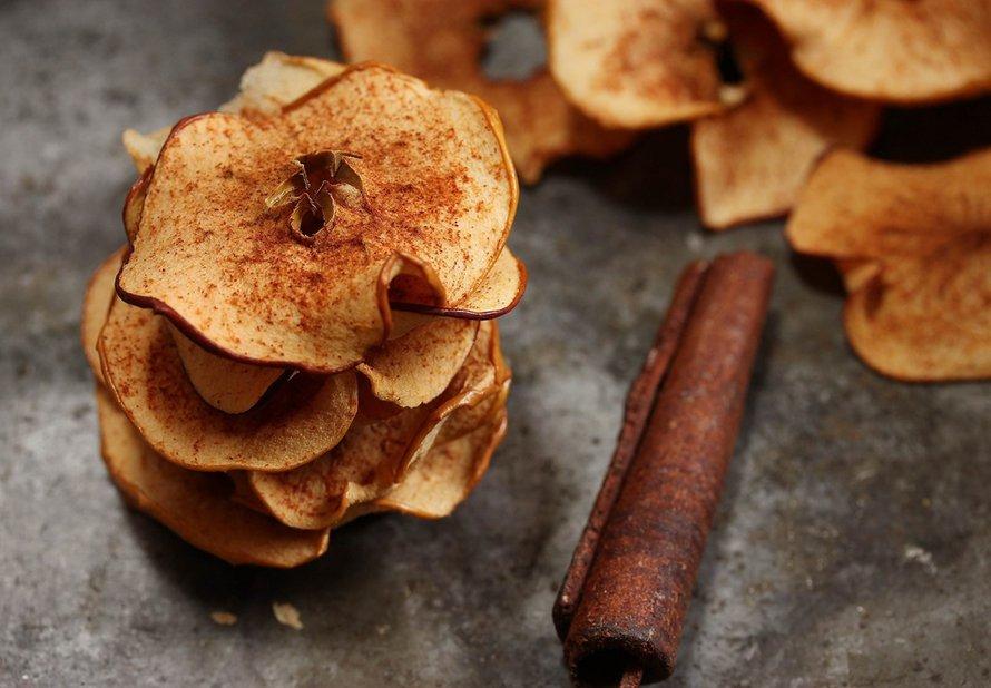 Jablečné chipsy se skořicí