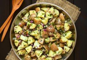 Bramborový salát s brusinkami